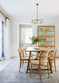 This Rental Makeover Took Our Breath Away, Literally room ideas rustic dining room ideas room furniture dining room ideas dining rooms Santa Monica, Rental Makeover, Interior Styling, Interior Design, Interior Decorating, Decorating Ideas, Casual Dining Rooms, Dining Room Inspiration, Guest Bedrooms