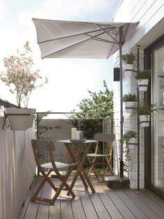 Avec les premiers rayons de soleil, l'envie de profiter de son balcon se fait vive... même lorsqu'il ne fait pas plus de quelques mètres carrés ! Découvrez des idées d'aménagements astucieux ... #maisonAPart