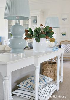 101 Popular Home Decor Ideas For Spring And Summer - When spring comes around most people feel the need to do some spring cleaning. Many people clean out their closets and donate accumulated clothes and . Living Room Styles, Home Living Room, Living Room Designs, Living Room Decor, Bedroom Decor, Hamptons Style Decor, Living Vintage, Classic Living Room, Beach House Decor