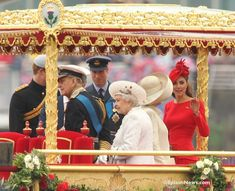 Kate and the royal family at the Royal Pageant On The River Thames.