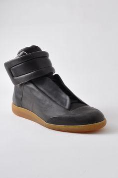 Maison Martin Margiela - 22 Futuristic Hi Top Sneaker Black