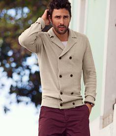 Plum trousers with a double breasted cardigan   Pantalon prune avec un gilet à double boutonnage