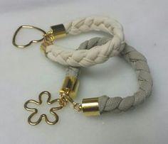 pulseras marfil y beige
