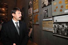 President of Hungary János Áder examines an exhibit in Yad Vashem's #Holocaust History Musem 17/7/12