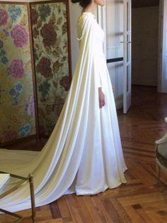 Empaque y caida espectacular en este vestido de MANUEL DE VIVAR