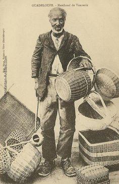 Marchand de vannerie en 1910 J'adore la vannerie!  J'en faisait la collection quand j'était hotesse de l'air! Surtout des usées, anciennes!