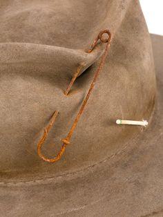 Nick fouquet sombrero con imperdible neutrals hombre accesorios [11555460_aQS2CER7Iw] - €147.22 : Piers Atkinson Madrid Outlet, Oferta Inverni En Linea