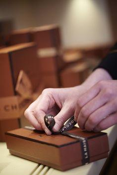 Adornment of a chocolate box © Laurent Dupont #MaisonChocolat