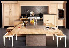 KEGIN : une cuisine de bois brut et à l'esprit contemporain - plan de travail à hauteur réglable