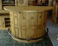 Cable Spool bar Use wine box side panels for front. Cable Spool Tables, Wooden Cable Spools, Wire Spool, Pallet Crates, Wood Pallets, Pallet Wood, Cable Reel, Cable Drum, Spool Crafts