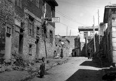 ERZURUM 1953 camii kebir mah... çifte minareli medresenin karşısındaki kaleye çıkan yol....