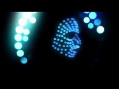 Este tema la caga!! lo he escuchado todo el dia y el video es mas genial... A oscuras y con la pantalla completa en una TV de 40'': The Chemical Brothers-Escape Velocity