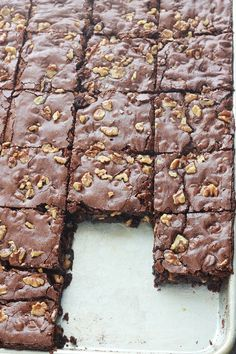 These delicious nut brownies are rich in chocolate, soft and dense inside. With a slightly crispy crust and a touch of coffee to enhance the flavors of chocolate. Like all brownies, they are very easy to make! Best Chocolate Chip Cookies Recipe, Chocolate Chip Cookie Dough, Chocolate Brownies, Chocolate Desserts, Brownie Recipes, Cake Recipes, Nutella, Cookie Dough Cake, Oreo