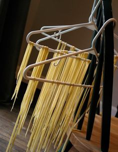 To Dry Pasta Without a Rack Drying home made pasta without a pasta rack. This is even better than the wooden racks I used to have.Drying home made pasta without a pasta rack. This is even better than the wooden racks I used to have. Pasta Noodles, Pasta Drying Rack, Make Your Own Pasta, Pasta Machine, Fresh Pasta, Homemade Pasta, Pasta Dishes, Italian Recipes, Recipes