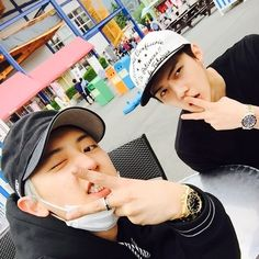 "Chanyeol and Sehun - ""사진에 집중을 하란말이야!!"" 