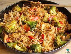 Proste stir fry z kurczakiem i warzywami in 2020 Shrimp And Vegetables, Fresh Vegetables, Veggies, Pad Thai Sauce, Shrimp Chow Mein, Mie Goreng, Vegan Jambalaya, Homemade Ramen, Stir Fry Noodles