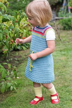 another reason to learn to crochet.  I would like to recreate this little girl's entire wardrobe for my girls.