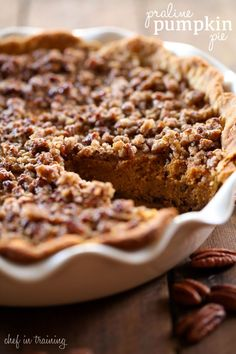 Praline Pumpkin Pie - This pumpkin pie recipe has two delicious praline layers that add the perfect texture to each and every bite! It is amazing! (no flour in the praline part) Pumpkin Dessert, Pie Dessert, Dessert Recipes, Dessert Ideas, Thanksgiving Recipes, Holiday Recipes, Fall Recipes, Thanksgiving 2017, Summer Recipes
