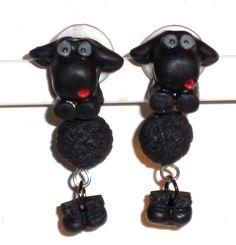 Ohrstecker Schaf Tier handgemacht Fimo Edelstahl von Verrückte Ohrringe und Schmuck Welt auf DaWanda.com