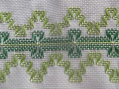 Swedish Embroidery, Towel Embroidery, Ribbon Embroidery, Swedish Weaving Patterns, Chicken Scratch Embroidery, Cat Cross Stitches, Hello Kitty Wallpaper, Bead Loom Patterns, Bargello