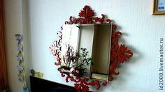 Зеркало в резной раме `Манифик`. В орнаменте зеркала лежит пышный узор, в котором царят покой, упорядоченность, строгая симметрия и полная уравновешенность частей.