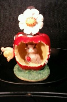 """Retired Charming Tails """"Get Your Candy Apple Dean Griff"""