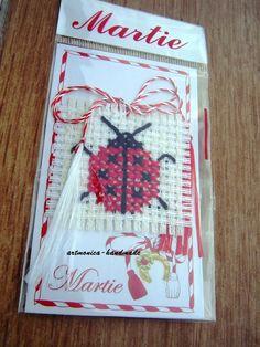 Risultati immagini per martisoare cusute pe etamina motive nationale Folk Embroidery, Cross Stitch Embroidery, Embroidery Designs, 8 Martie, Alphabet Letters Design, Felt Flowers, Lettering Design, Just Do It, Projects For Kids