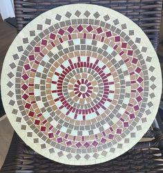 Mosaic Tile Designs, Mosaic Tile Art, Mosaic Birdbath, Mosaic Furniture, Mandala, Table Top Design, Round Table Top, Mosaic Projects, Simple Designs