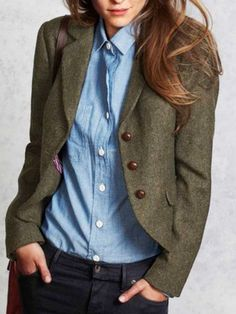 Olive green blazer over medium blue chambray or denim shirt Jersey Casual, Classic Outfits For Women, Plus Size Blazer, Sleeveless Jacket, Vintage Pants, Blazer Outfits, Green Wool, Long Sleeve Sweater, Retro