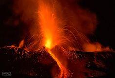 Etna :L'Etna, le volcan sicilien très connu toujours en activité, a depuis le lundi 27 février une petite éruption qui met fin à plus d'un an de calme plat