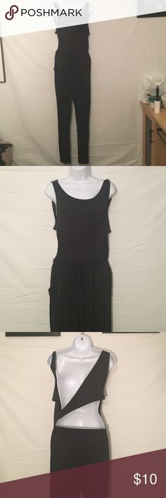 Very Nice XL Black One piece Pantset Very nice XL black one piece pant set ... very soft and comfy .... ....BUNDLE 4 or More save30%!!!....FREE GIFT..Choose your free gift by either commenting on the gift or commenting on one of the items you purchased indicating which # gift you would like!! $$20 purchase or More ONLY!!! Pants