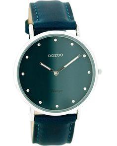 Από τον οίκο Oozoo ένα ρολόι με μεταλλική κάσα και πράσινο καντράν με πράσινο δέρμα