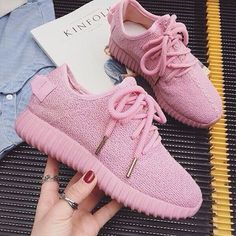 The running rubber sneakers are a great choice for women who Latest Shoe Trends, Latest Shoes, Dream Shoes, New Shoes, Cute Sneakers, Shoes Sneakers, Sneakers Fashion, Fashion Shoes, Tenis Vans