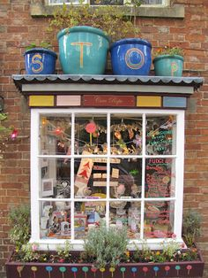 would make my tiny shop windows more noticeable...  Anything to draw attention to them would be a good idea. (TLR)