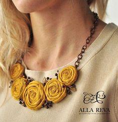 """"""""""" New flowers fabric necklace ideas """""""" Nuevas flores collar de tela ideas """""""" Jewelry Crafts, Jewelry Art, Beaded Jewelry, Handmade Jewelry, Jewelry Design, Fashion Jewelry, Handmade Gifts, Textile Jewelry, Fabric Jewelry"""