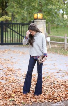 135 Non-Boring Work Outfits To Wear This Fall - Flare Jeans for women - Ideas of Flare Jeans for women - this is a great outfit would love to have the sweater changed to a V-neck and a more rich color Work Fashion, Fashion Outfits, Womens Fashion, Fashion Trends, Fashion Ideas, Catwalk Fashion, Fashion Fashion, Street Fashion, Fashion Jewelry