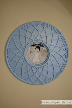 Scrapping with Liz: Easy DIY Photo Frame (ceiling medallion as a frame)