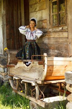 Beautiful Romanian girl in her attire.ia si portul romanesc for fii mereu la Mada Driving Miss Daisy, Romanian Girls, Culture Clothing, City People, Beautiful Stories, Country Charm, Bucharest, Macedonia, Nature Pictures