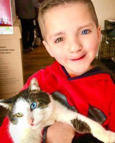 ae81423c9 Un occhio verde, uno azzurro e il labbro leporino, per questo un bambino di