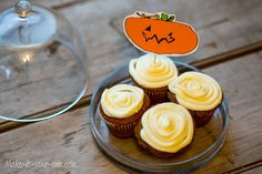 Jack-O'-Lantern Cupcake Toppers from make-it-your-own.com (Art, crafts & activities for kids)