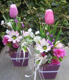 Easter Flower Arrangements, Beautiful Flower Arrangements, Floral Arrangements, Deco Floral, Arte Floral, Valentine Decorations, Flower Decorations, Nylon Flowers, Diy Ostern