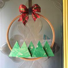 Christmas Wreaths To Make, Christmas Bells, Holiday Wreaths, How To Make Wreaths, Christmas Diy, Christmas Topiary, Christmas Projects, Fun Projects, Holiday Crafts