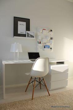 Workstation in white.