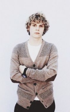 It doesn't matter what hair color he has. Evan peters will always be gorgeous