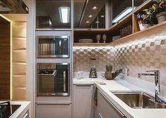 """1,383 curtidas, 17 comentários - Espaços decorados (@espacos.decorados) no Instagram: """"Falar o que dessa inspiração de #cozinha ? Apenas linda.... a iluminação indireta ficou perfeita.…"""""""
