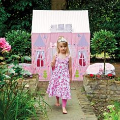 This quality designed playhouse has a wide range of hand ampliqued and embroidered details including pretty pink blossoms, delicate dragonflies and cheerful bumblebees to add that extra touch and start off an exciting journey of imaginative play.