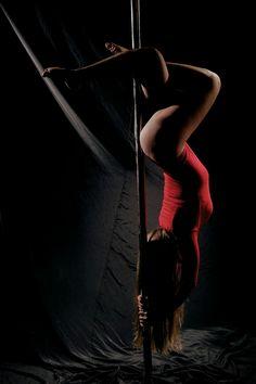 56 Super Ideas For Pole Dancing Poses Male Pole Fitness Classes, Pole Dancing Fitness, Dance Fitness, Pole Dance Moves, Dance Poses, Pole Tricks, Poses Photo, Pole Art, Aerial Hoop