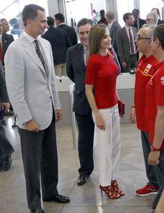 Le roi Felipe VI et la reine Letizia d'Espagne sont allés souhaiter bonne chance à la délégation espagnole pour les Jeux olympiques de Rio…