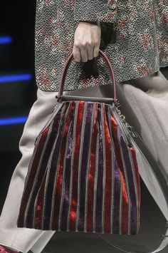 The 100 best bags from the catwalks Autumn 2018 bag trends – The best catwalk bags for Carpet Bag, Bags 2018, Diy Handbag, Autumn Fashion 2018, Best Bags, Fabric Bags, Diy Bags, Cloth Bags, Handmade Bags
