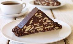 Petibör denilince akla ilk o gelir! Mozaik Pasta: Malzemeler: 300 gram petibör bisküvi 1 su bardağı süt 3 yemek kaşığı kakao 5 yemek kaşığı şeker 3 yemek kaşığı eritilmiş tereyağı 1 su bardağı ceviz Öncelikle bisküvileri kırıp, margarini bir tavada eritin. Eriyen margarini, sütü, şekeri ve diğer tüm malzemeleri bisküvilerin üzerine ekleyin. Tüm malzemeleri iyice karıştırın ve karışımı streç folyo arasına boşaltarak eliniz ile rulo şeklini verin. Servis etmeden önce buzlukta 2-3 saat kadar…